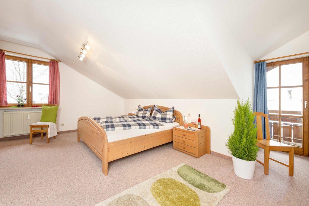 Ferienwohnung Alpenzauber Schlafzimmer 2