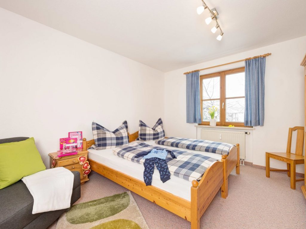 Ferienwohnung Alpenzauber Schlafzimmer 1